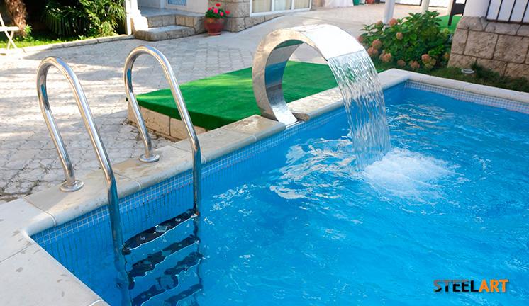 Лестница из нержавеющей стали в бассейн