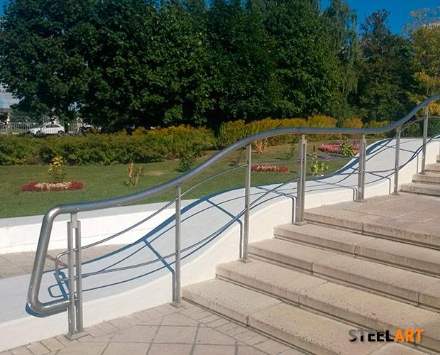 Ограждения в парке при РУДН Москва