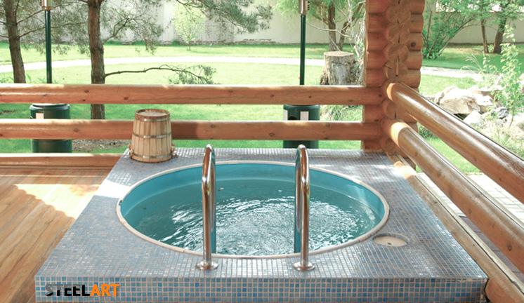 Перила в бассейн в загородном доме в бане