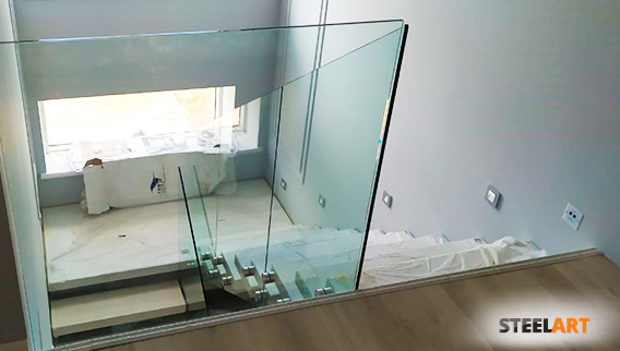 стеклянное ограждение из калёного стекла 12 мм