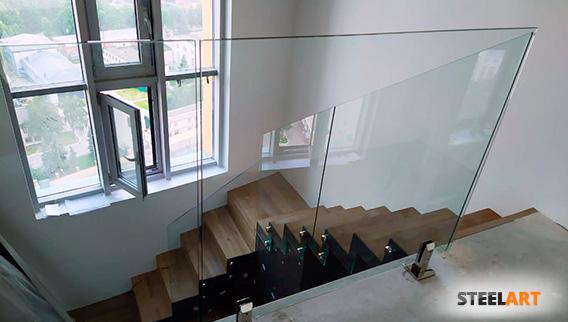 стеклянное ограждение лестницы в Королёве